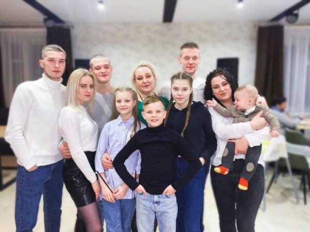 Вот такая идиллия: четыре сыночка, четыре дочки