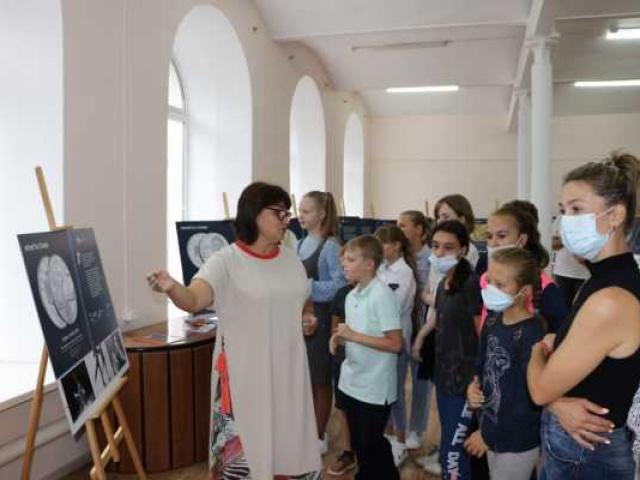 Фотовыставка «Монеты славы» открылась в Доме культуры города Собинка