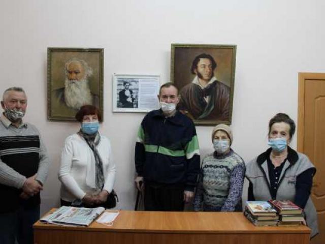 Рядом с Пушкиным и Толстым