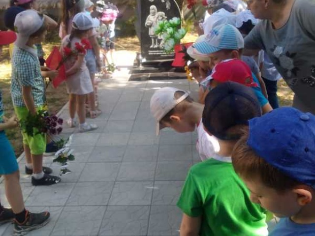 В Ставрове открыт памятник «детям войны»
